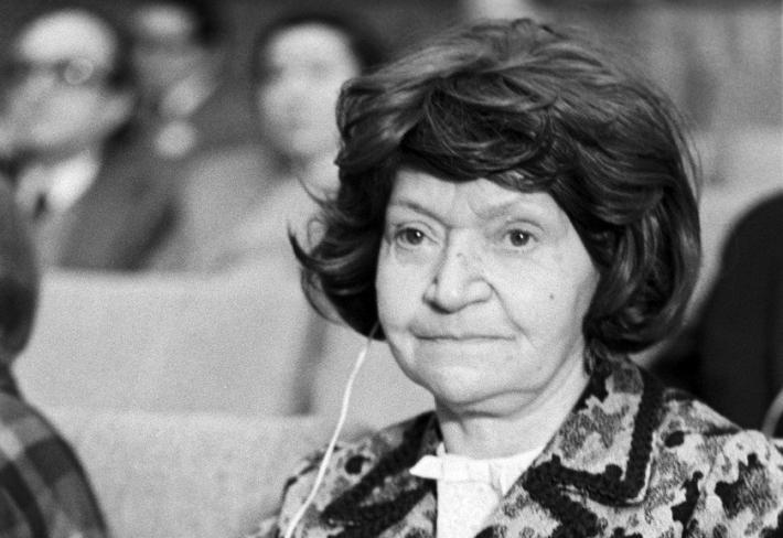 Stárnoucí Gusta Fučíková byla komunisty prezentována jako hrdinka. Lidem byla ale spíše pro smích.