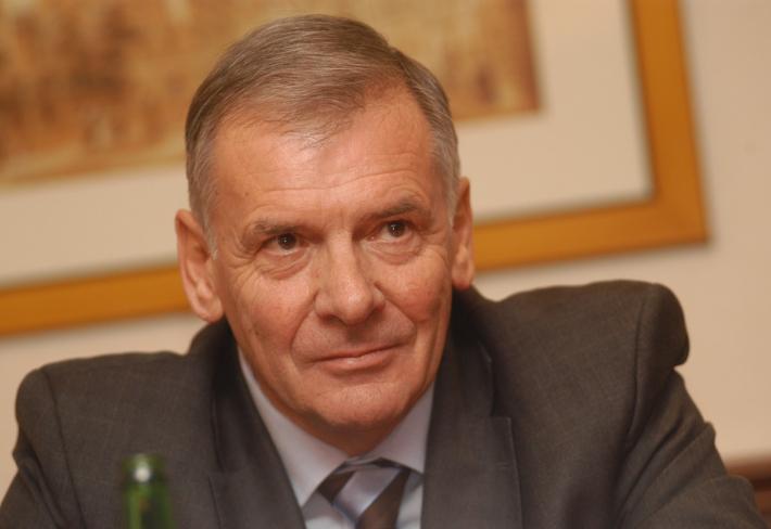 Vratislav Kulhánek má za sebou bohatou manažerskou kariéru v několika nadnárodních úspěšných firmách. Nyní by se rád stal prezidentem. Má šanci?