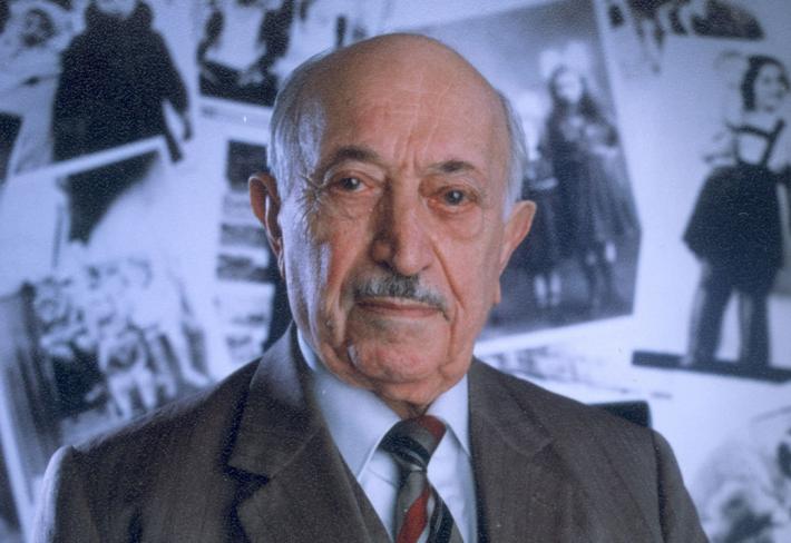 Pro jedny je Simon Wiesenthal hrdinou, jiní ho považují za lháře a podvodníka.