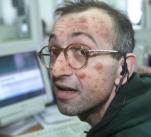 Tento člověk má intelektuální akné