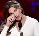 Bruce Jenner před operativní změnou pohlaví byl jediným mužem, který kdy vyhrál titul žena roku.