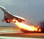 Záběry hořícího stroje krátce po startu.