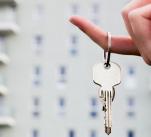 Mladé rodiny dnes na své nové bydlení finančně nedosáhnou a problém má již i takzvaná střední třída.