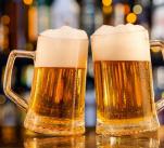 Nárazově pije alkohol 25 procent Čechů a 9,2 procent Češek.