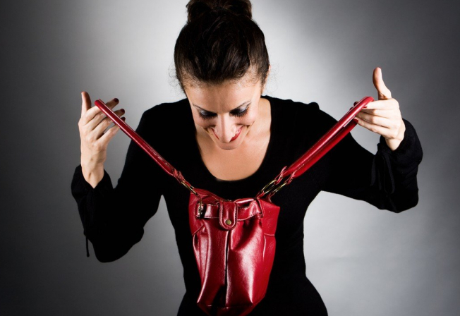 Ženské srdce  a ženské kabelky skrývají mnohá záhadná tajemství...