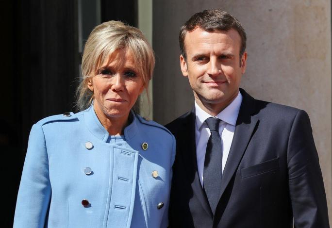 Brigitte a Emmanuel Macronovi jsou považováni za ideální manželský pár. Aby za to ale byla první dáma Francie placena, to už se Francouzům nelíbí.
