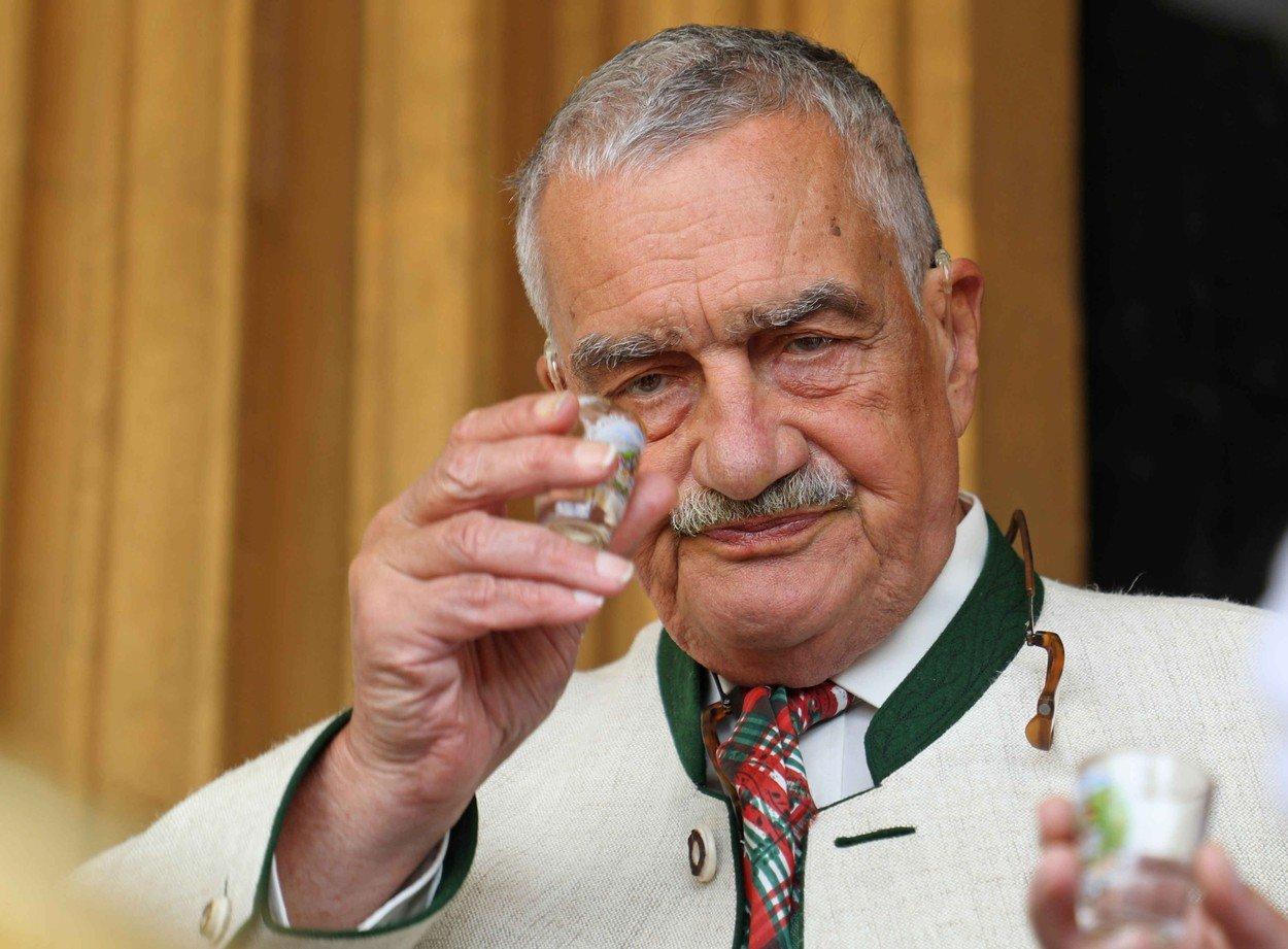 Kníže Karel Schwarzenberg je asi nejznámějším politikem TOP 09. Není ale jediným z členů strany, kdo má šlechtický původ.
