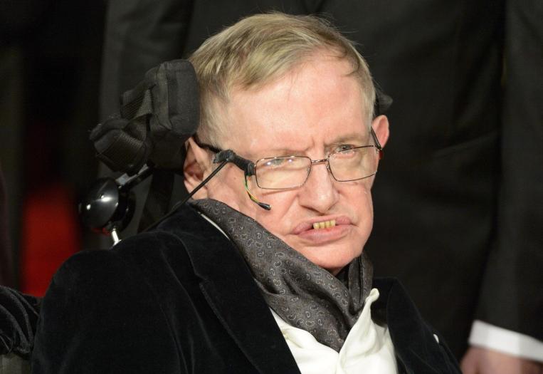 Stephena Hawkinga zná celý svět. Geniální fyzik a popularizátor vědy zemřel ve věku 76 let.