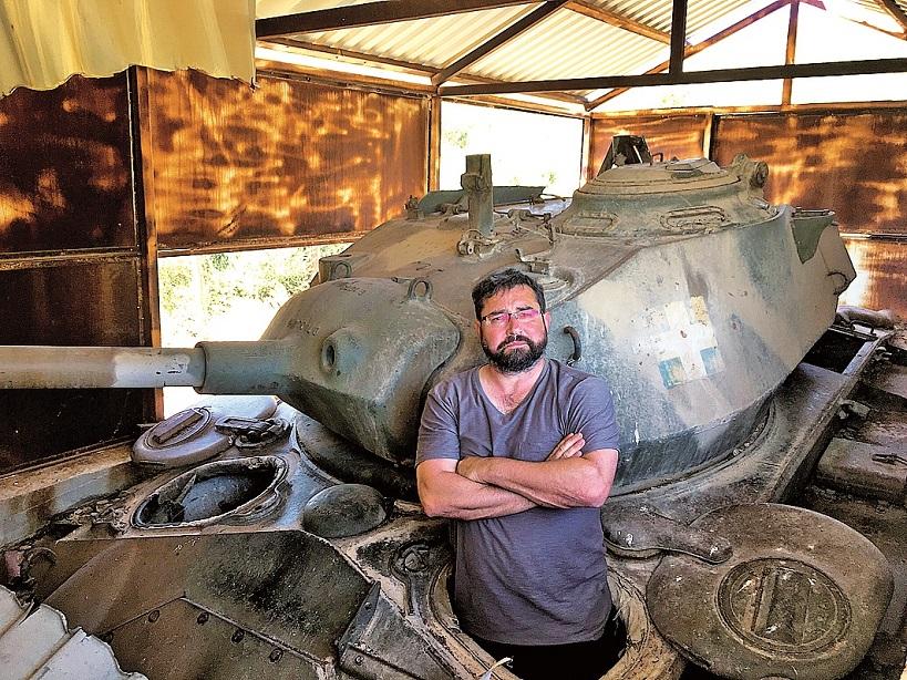 V horách Samosu můžete narazit na dávno zaparkované nefunkční tanky řecké armády stále mířící na Turecko.