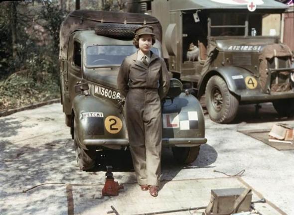 3) Královna Elizabeth, 1945