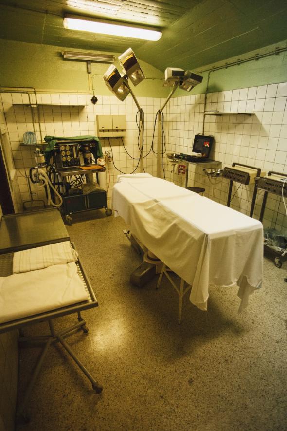 Kryt je vybaven kompletním zdravotnickým aparátem.