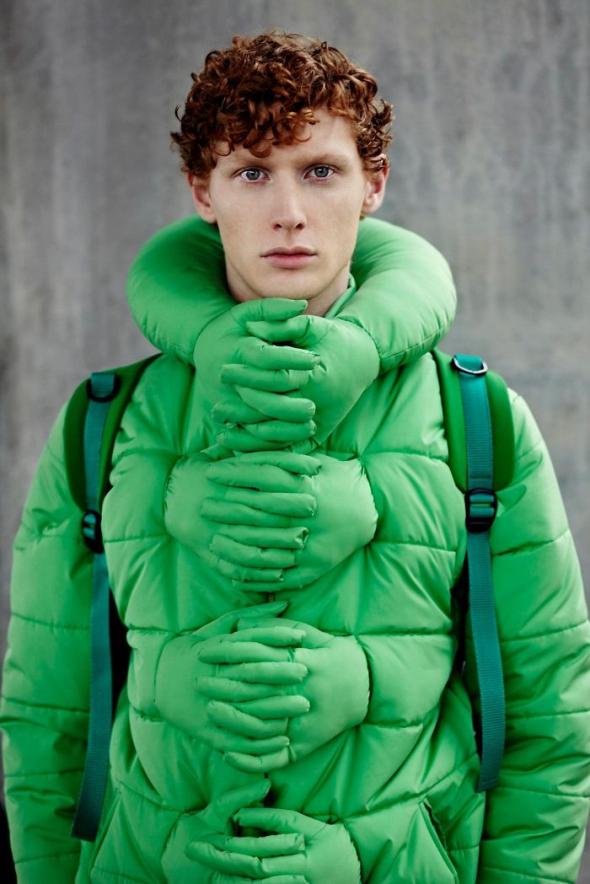 1# Objímající bunda. Když to neudělá přítelkyně, musí to udělat bunda....
