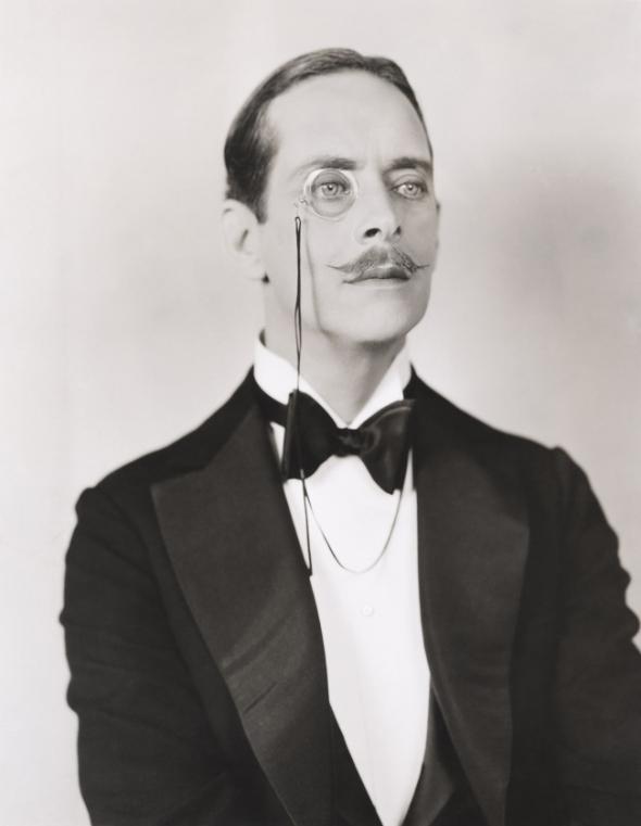 2. 1910: Čistá elegance