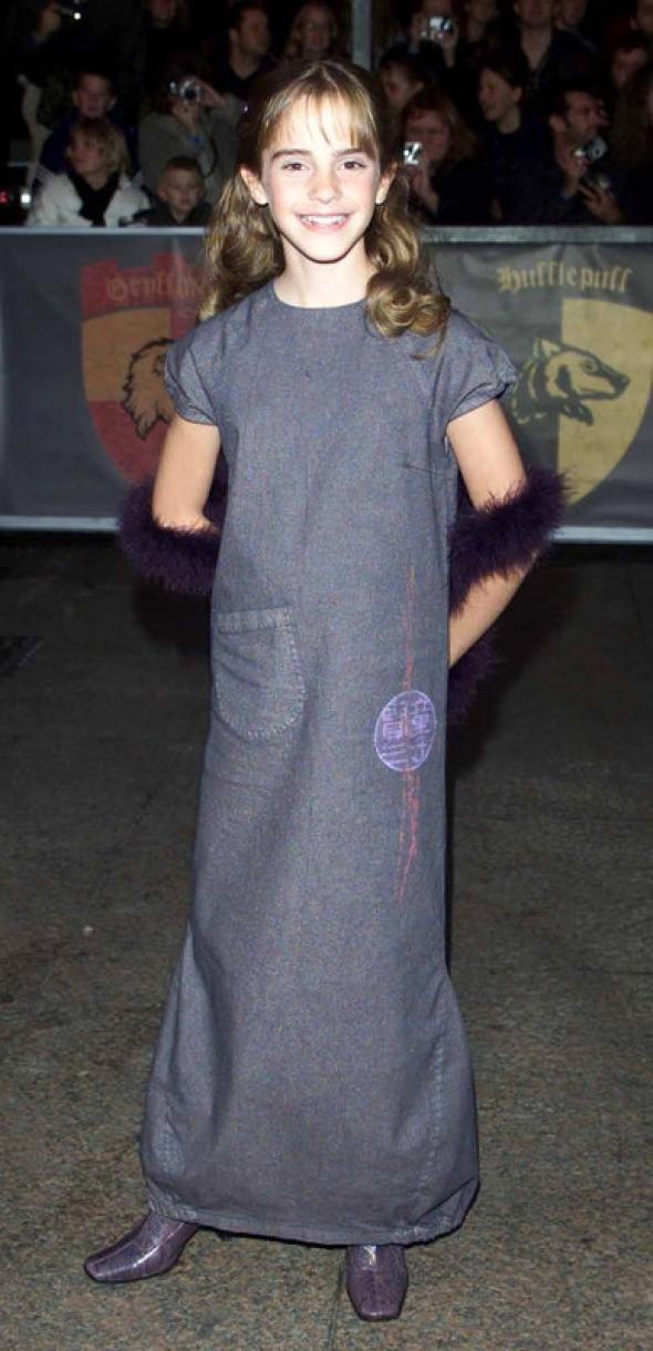 1. V roce 2001 je Emmě 11 let a díky sérii o Harrym Potterovi ji postupně poznává celý svět...