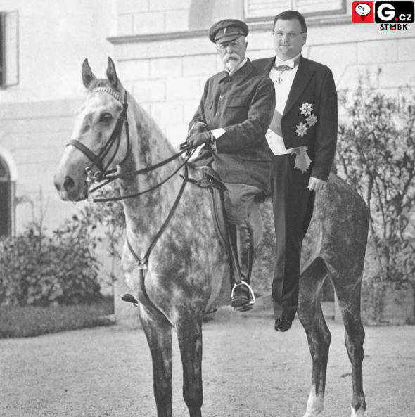 1.Tento hodný vousatý pán mě brával na projížďky na svém koni.