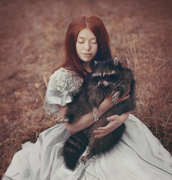Je fascinována princeznami, lesními zvířaty a vůbec lesním prostředím.