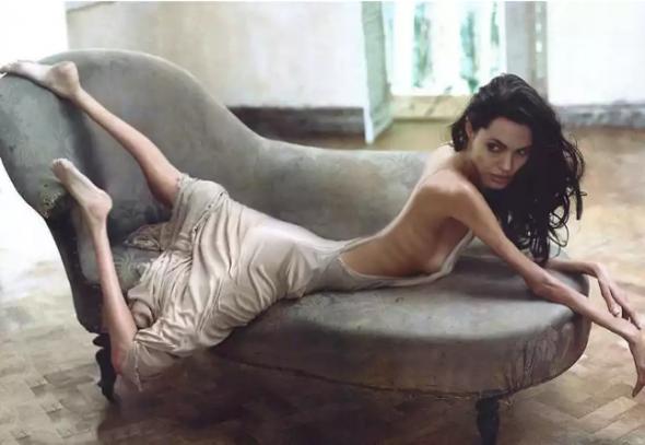Angelina Jolie takto nevypadá ani trošku sexy.