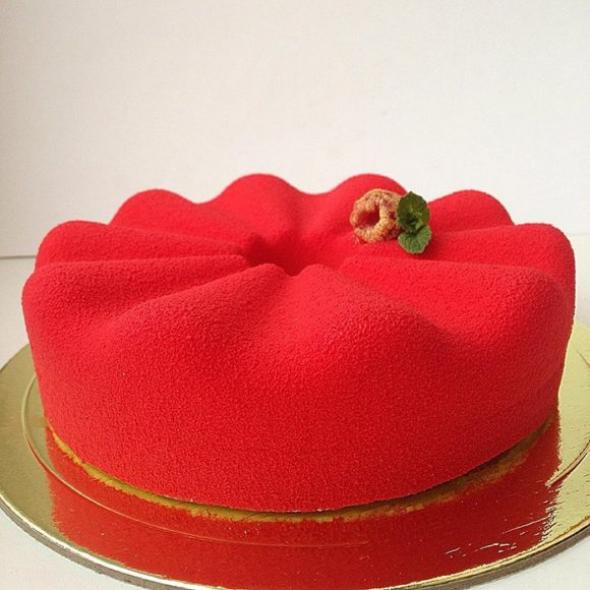 2. Červená korunka s dokonalou matnou polevou
