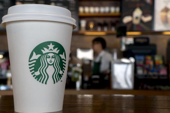 #3 Starbucks - cca 25 000 provozoven Starbucks