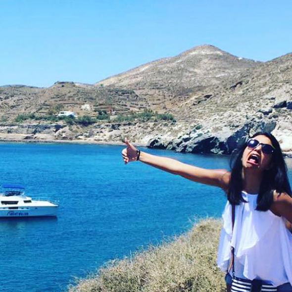 3. Arsalaan do Řecka nesmí, nicméně ani to Humu nezastavilo, aby manžela do svých fotek z líbánek zahrnula