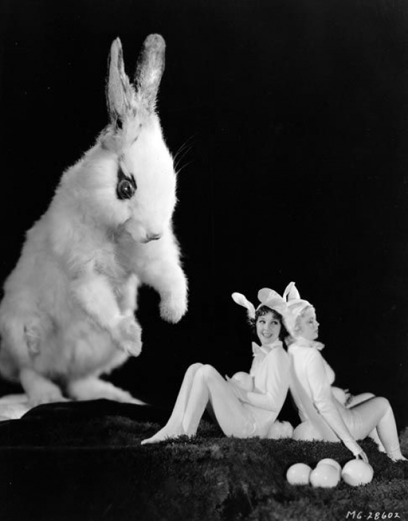 3# Jean Parker a Mary Cartisle při čekání na velikonočního zajíčka