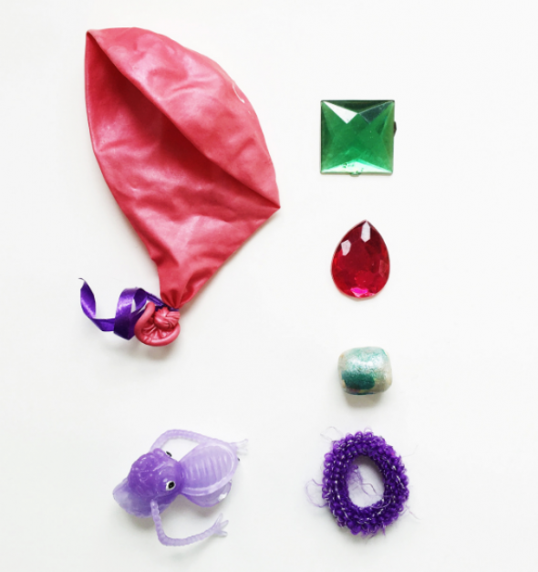Diamanty, balonek, gumička a gumová postavička