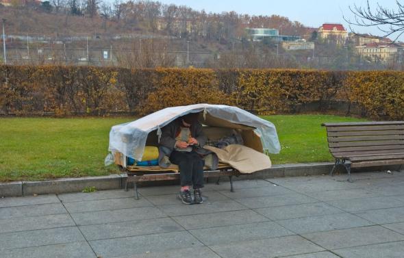 1. V Česku je v současnosti zhruba 68 500 lidí bez domova