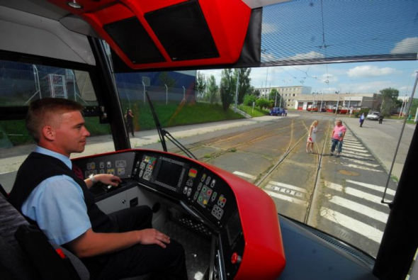 3. Řidiči nákladních automobilů, autobusů a tramvají - 7045 volných míst