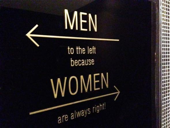 1. Muži vlevo x ženy vpravo, protože ženy mají vždy pravdu!